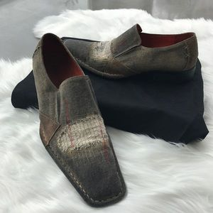 Robert Wayne Distressed Demin Slip On.